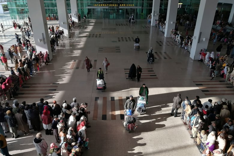 مطار إسلام آباد الدولي في باكستان
