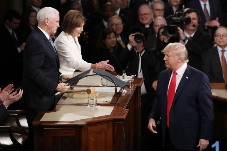 """ترامب لم يصافح بيلوسي ورد الأخيرة يبرز بخطاب """"حالة الاتحاد"""""""