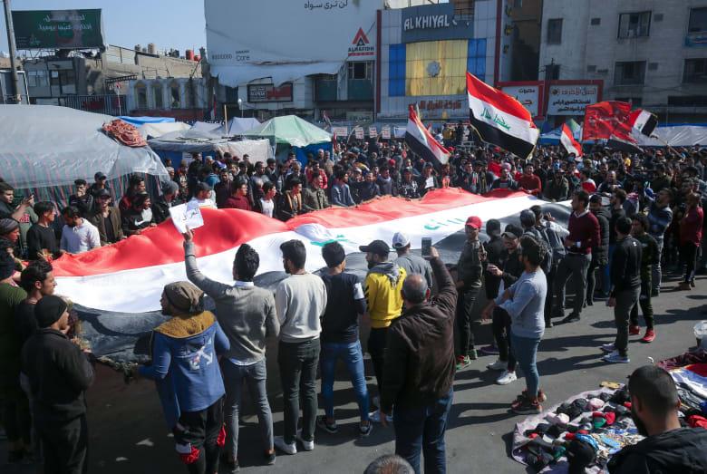 استمرار الاحتجاجات في العراق للمطالبة بإقالة الحكومة وإجراء انتخابات مبكرة