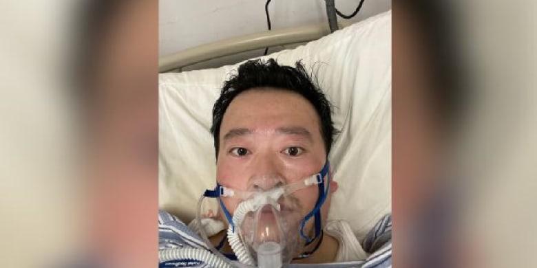 الطبيب الصيني لي وين ليانغ مكتشف انتشار فيروس كورونا الجديد بعد إصابته بالمرض