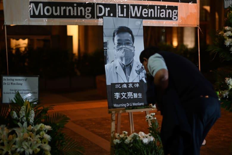 صينيون ينعون الطبيب لي وين ليانغ بعد وفاته متأثرا بإصابته بقيروس كورونا الجديد