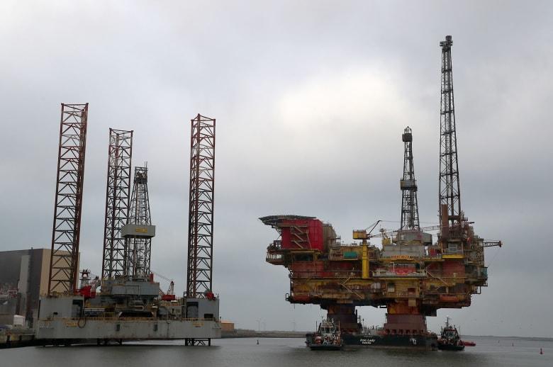 الطلب العالمي على النفط سينخفض لأول مرة منذ عقد بسبب فيروس كورونا