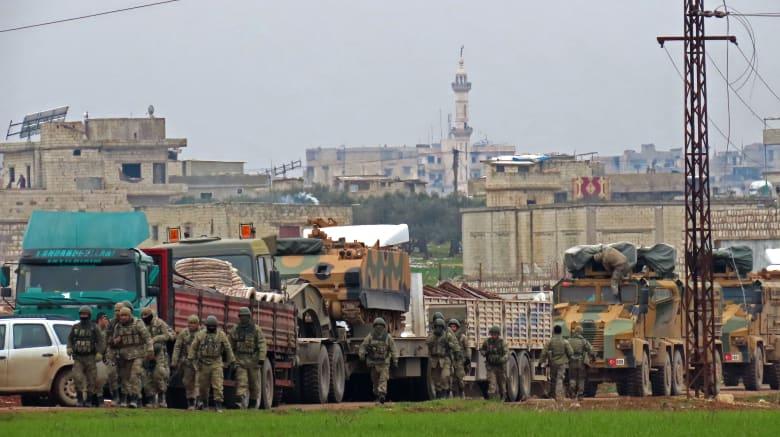 جنود ومعدات للجيش التركي في إدلب بشمال غرب سوريا