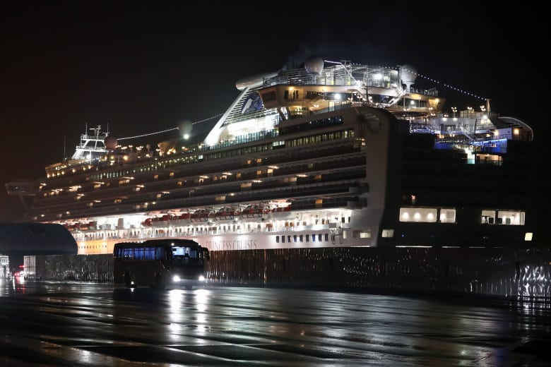 السفينة السياحية Diamond Princess التي تم تسجيل عشرات الإصابات بفيروس كورونا على متنها