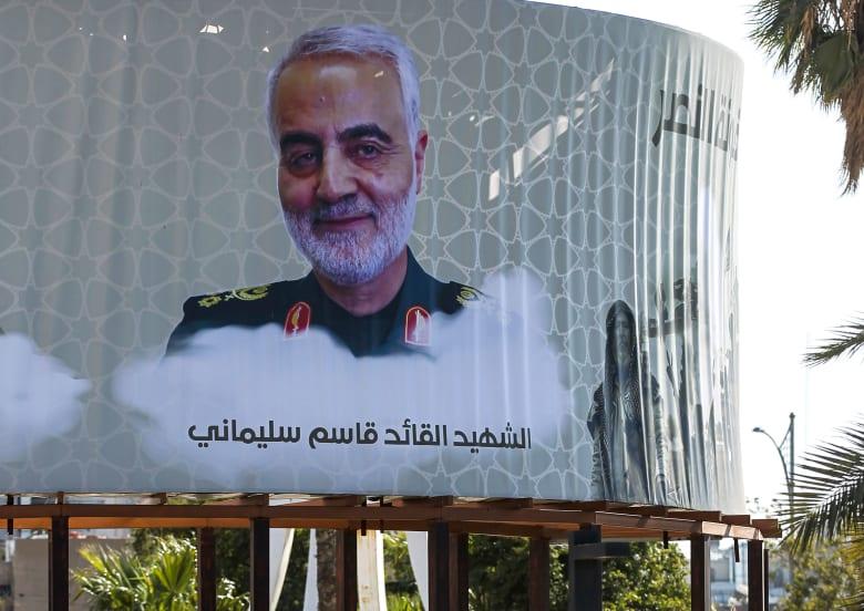 صورة لقائد فيلق القدس السابق قاسم سليماني في بغداد