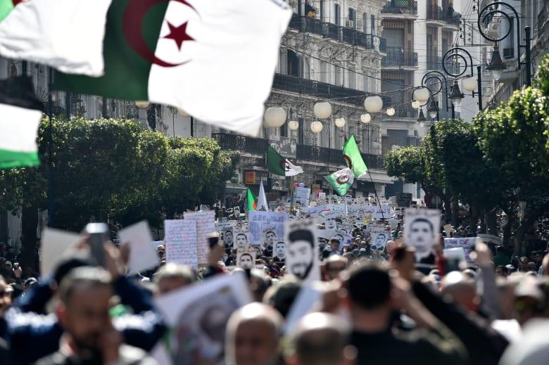 جزائريون يحيون الذكرى الأولى للحراك الشعبي