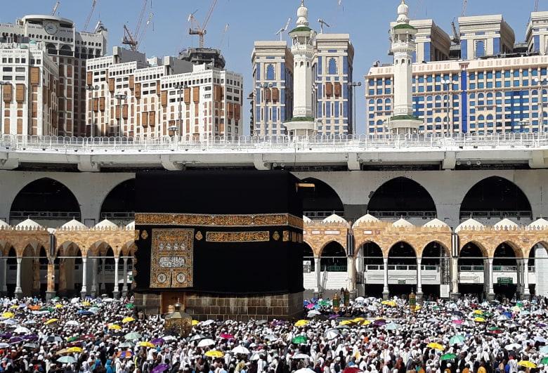 """السعودية: تعليق دخول المملكة لأداء العمر وزيارة المسجد النبوي.. ووقف التأشيرات السياحية """"مؤقتا"""""""