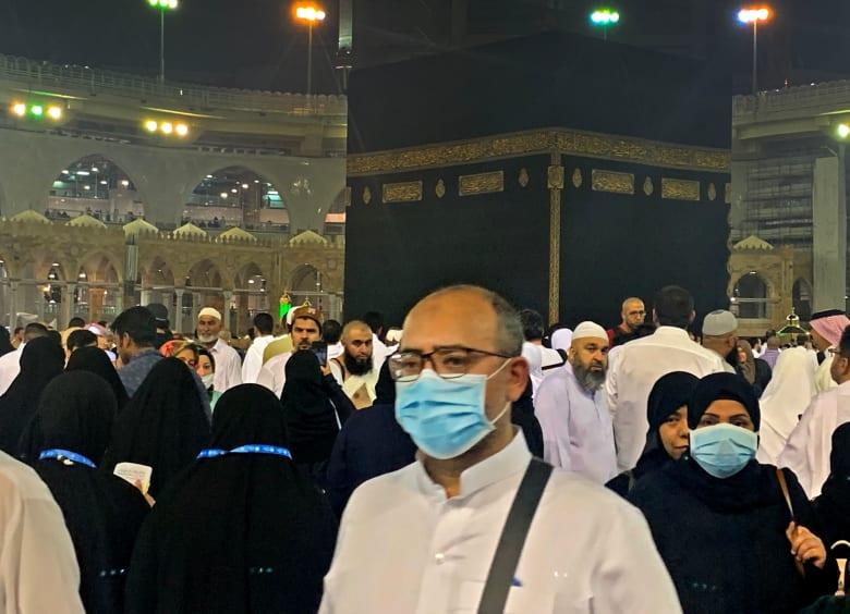 """السعودية توقف العمرة """"مؤقتا"""" للمواطنين والمقيمين استكمالا لإجراءات منع انتشار كورونا"""