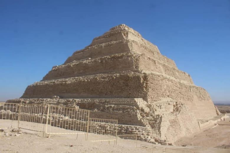 هرم زوسر المدرجبمنطقة آثار سقارة في مصر
