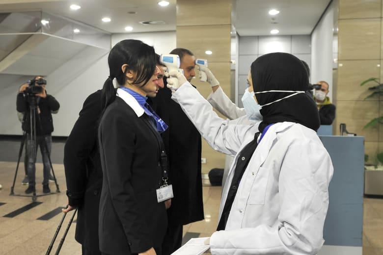 إجراءات الكشف على المسافرين في مطار القاهرة تحسبًا لتفشي فيروس كورونا