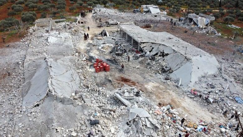 مقتل 15 مدنيًا على الأقل في هجوم للطيران الروسي على مركز لإيواء اللاجئين في إدلب