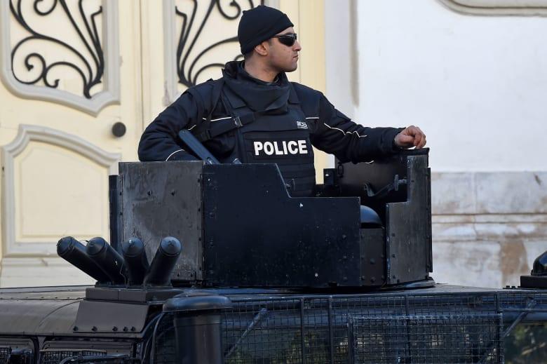 صورة ارشيفية لعنصر بالأمن التونسي