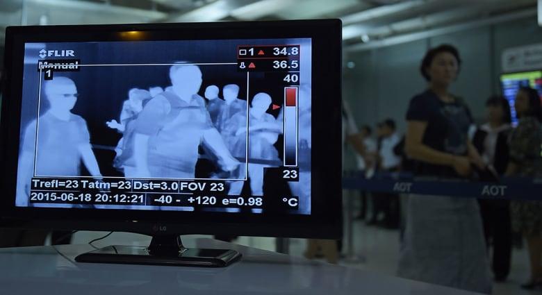 صورة ارشيفية لجهاز كشف حرارة الجسم للمسافرين في المطارات