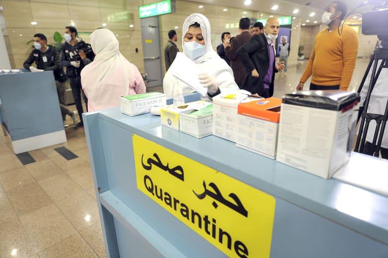 إجراءات كشف فيروس كورونا في مطار القاهرة الدولي بمصر
