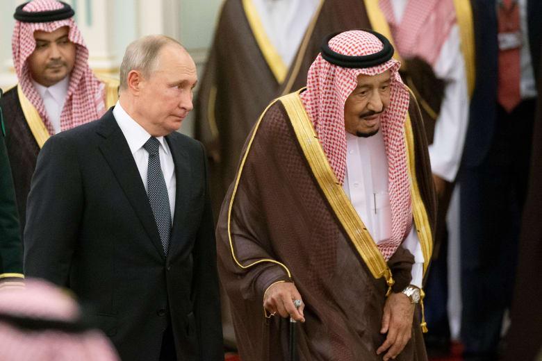 صورة ارشيفية للملك سلمان بن عبدالعزيز وفلاديمير بوتين