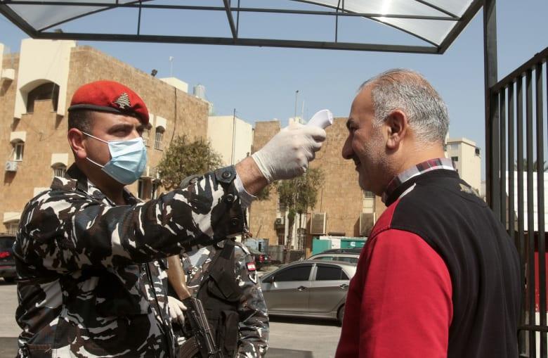 صورة ارشيفية من إجراءات فحص عوارض كورونا في لبنان