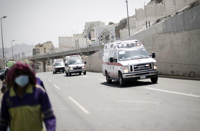 صورة أرشيفية لعربات إسعاف في السعودية