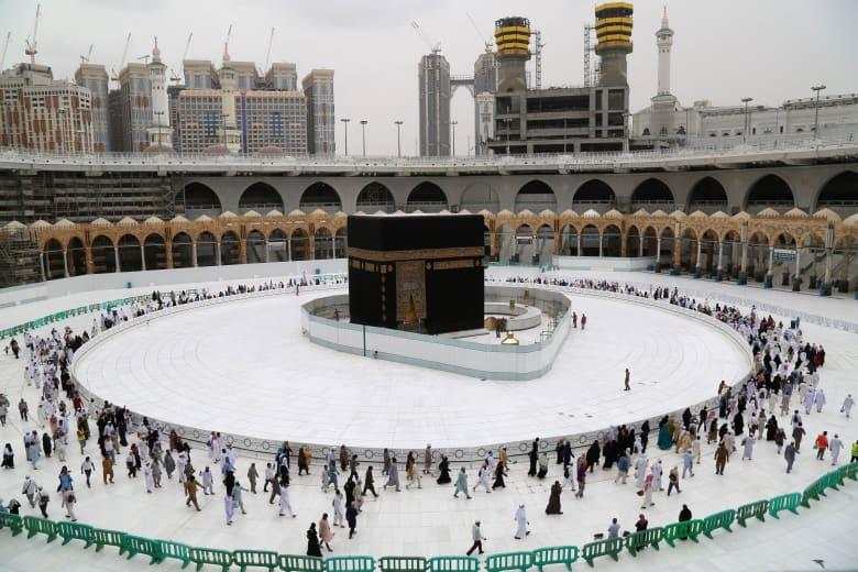 السعودية تقرر إغلاق الحرم المكي في غير أوقات الصلاة للحد من انتشار فيروس كورونا