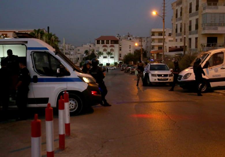 الأردن: ضبط مُصاب كورونا الهارب.. ووفاة سجينين خلال أعمال شغب ضد منع الزيارات