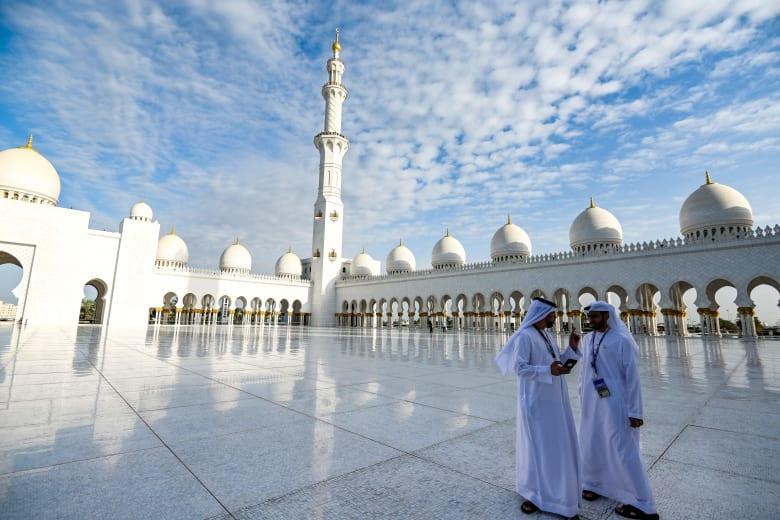 الإمارات تُعلق صلاة المساجد ودور العبادة.. وتأجيل حفلات الزفاف 4 أسابيع