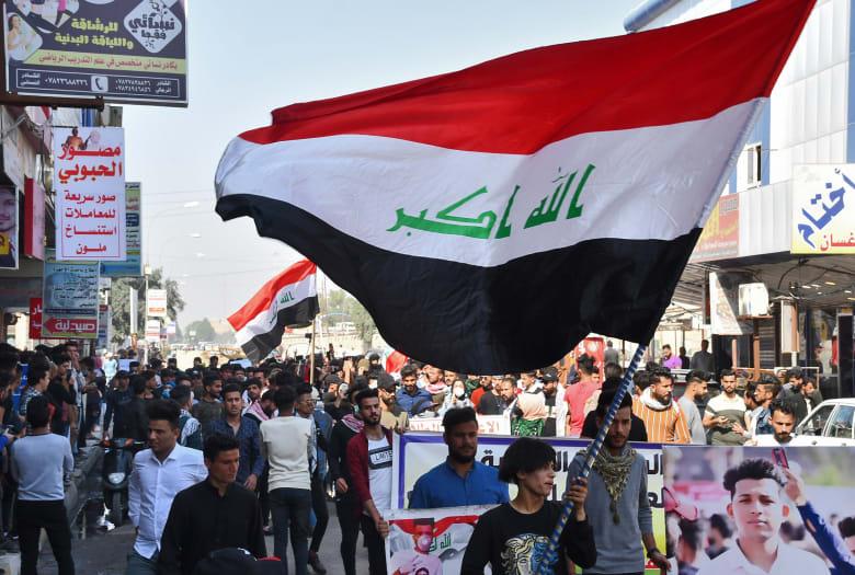 طلاب عراقيون في احتجاجات تطالب برحيل الحكومة وإجراء انتخابات برلمانية مبكرة