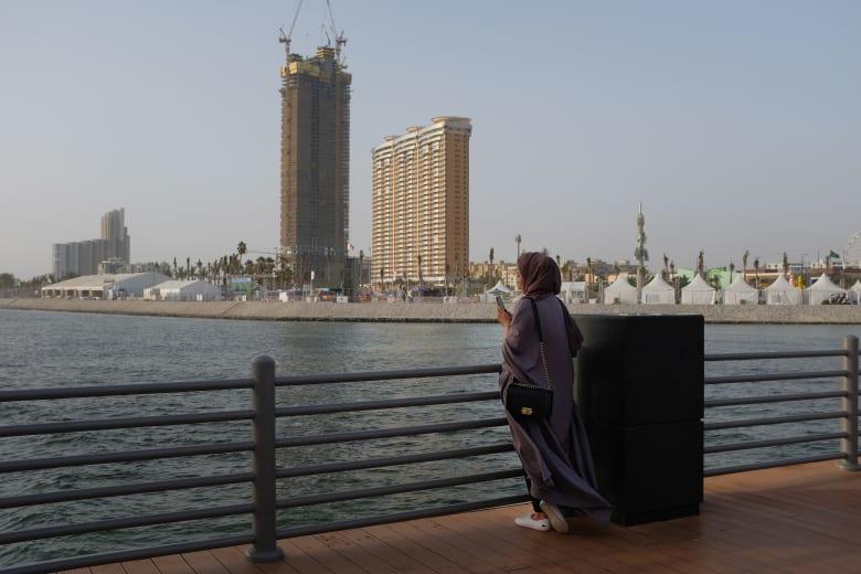 صورة ارشيفية لامرأة في جدة (الصورة تعبيرية) وليست ذاتها المقصودة في القصة