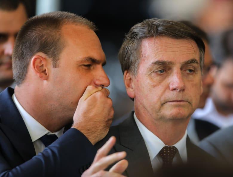 """نجل رئيس البرازيل يتهم """"الديكتاتورية"""" الصينية بنشر فيروس كورونا.. وبكين ترد"""