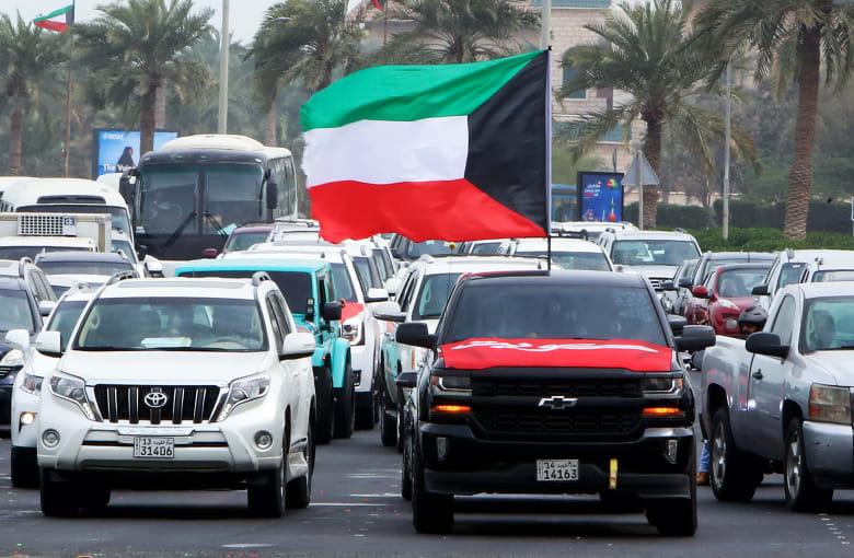 صورة ارشيفية من الكويت لسيارة ترفع علم البلاد