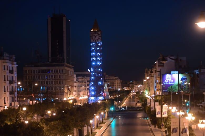 شارع الحبيب بورقيبة في وسط العاصمة التونسية بعد فرض حظر للتجول لمواجهة انتشار فيروس كورونا