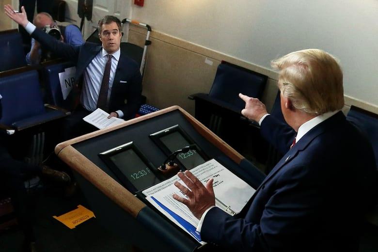 ترامب يهاجم مراسل NBC بشراسة بعدما طالبه بطمأنة الأمريكيين القلقين من فيروس كورونا