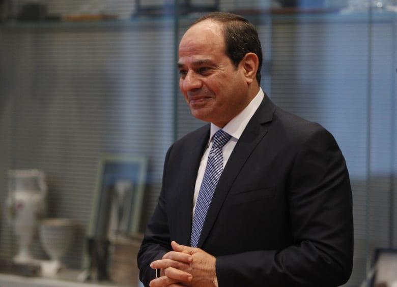 """السيسي للمصريين بشأن الشفافية بالتعامل مع فيروس كورونا: """"ما خبيناش عليكو حاجة"""""""