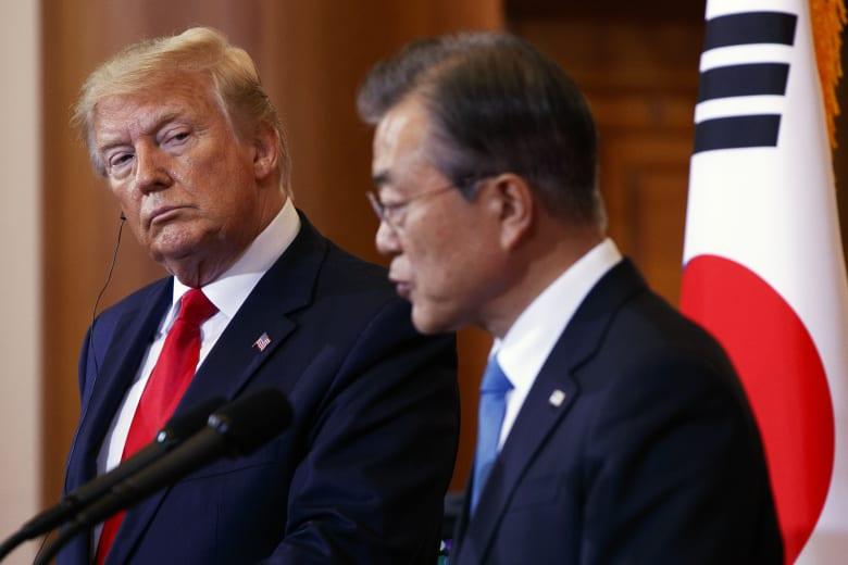 ترامب يطلب من رئيس كوريا الجنوبية معدات طبية لمواجهة كورونا والأخير يلفت انتباهه إلى أمر