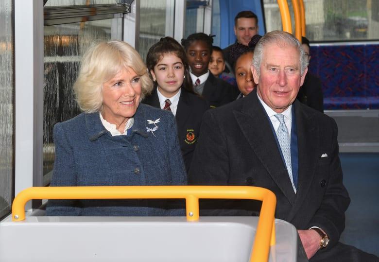 الأمير تشارلز ولي عهد بريطانيا وزوجته دوقة كورنوول