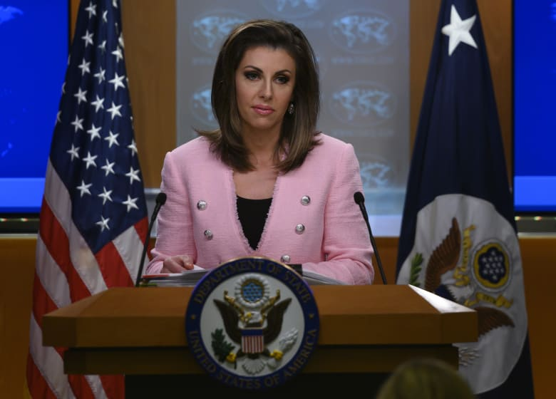 أمريكا لظريف بعد انتقاده بقاء العقوبات خلال أزمة كورونا: خذوا المال من الملياردير خامنئي