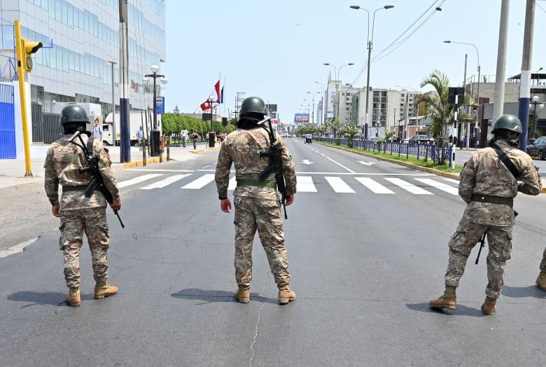 حجر صحي على حسب الجنس.. بيرو تمنع اختلاط الرجال والنساء بالشوارع.. وتمنحهم 3 أيام للحركة