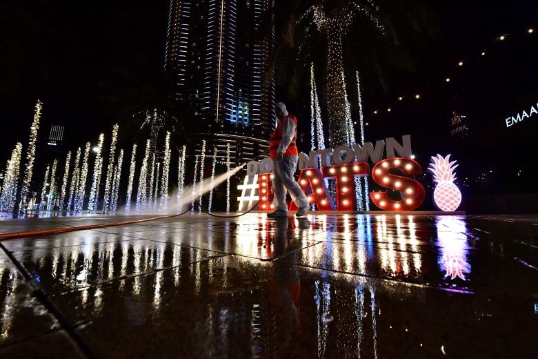 """دبي: """"التعقيم الوطني"""" لمواجهة كورونا على مدار 24 ساعة.. وهذه الحالات التي يُسمح بها بالخروج"""