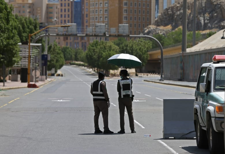 زيادة ساعات حظر التجول في السعودية بعد يوم من منع الحركة في 9 مدن كبرى