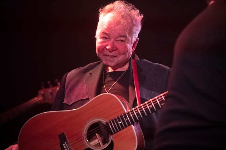 وفاة المغني الأمريكي جون براين الحائز على جائزة غرامي بسبب مُضاعفات كورونا