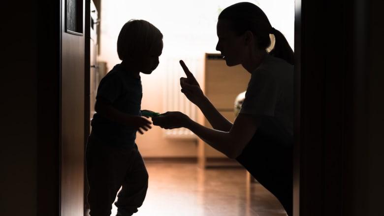 كيف يجب أن تتعامل مع أطفالك خلال جائحة فيروس كورونا؟