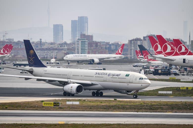 السعودية تصدر قرارا بشأن تأشيرات السياحة في ظل تعليق رحلات الطيران.. فما هو؟