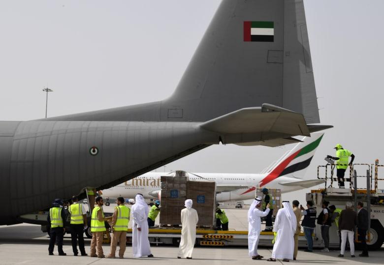 صورة أرشيفية لشحنة من المساعدات الطبية الإماراتية قبل التوجه إلى إيران في 2 مارس الماضي