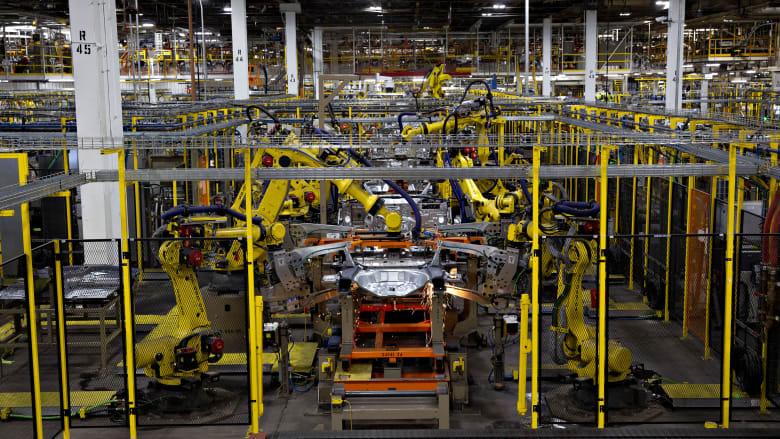 بعد يومين من إعادة الافتتاح.. فورد تغلق مصنعين بسبب موظفين مصابين بفيروس كورونا