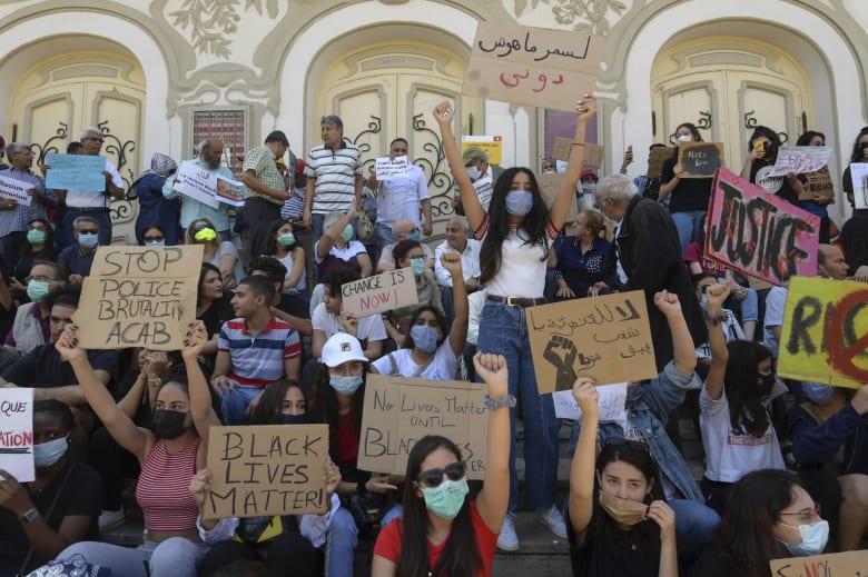 تونسيون يتظاهرون ضد العنصرية تضامنا مع قضية جورج فلويد