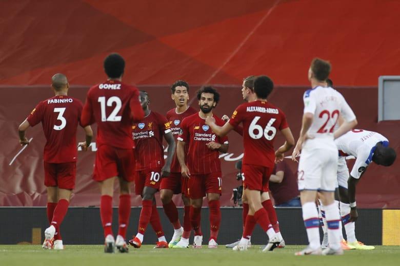 فريق نادي ليفربول يتوج بالدوري الإنجليزي الممتاز لأول مرة منذ 30 عامًا
