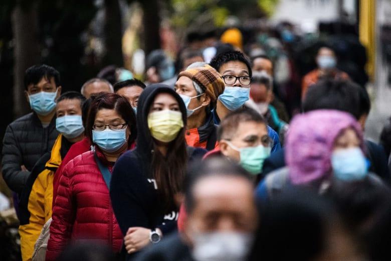استفتاء: أقل من نصف المصابين بفيروس كورونا يعلمون الشخص الذي نقل المرض لهم