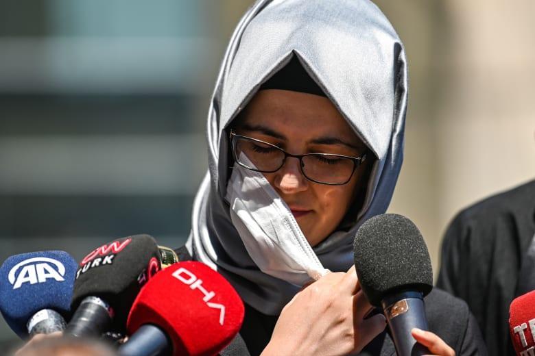 """مع انتهاء الجلسة الأول من محاكمة المتهمين بقتل جمال خاشقجي.. خديجة جنكيز في إفادتها: """"تعرض لخداع وخيانة"""""""