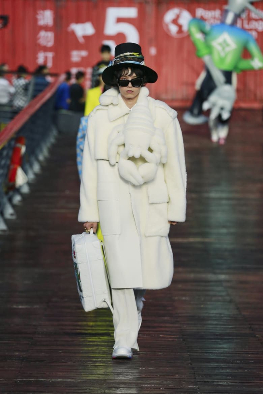 """من الصين..علامة الأزياء الفاخرة """"لوي فيتون"""" تبشر بعودة عرض الأزياء الجسدي"""