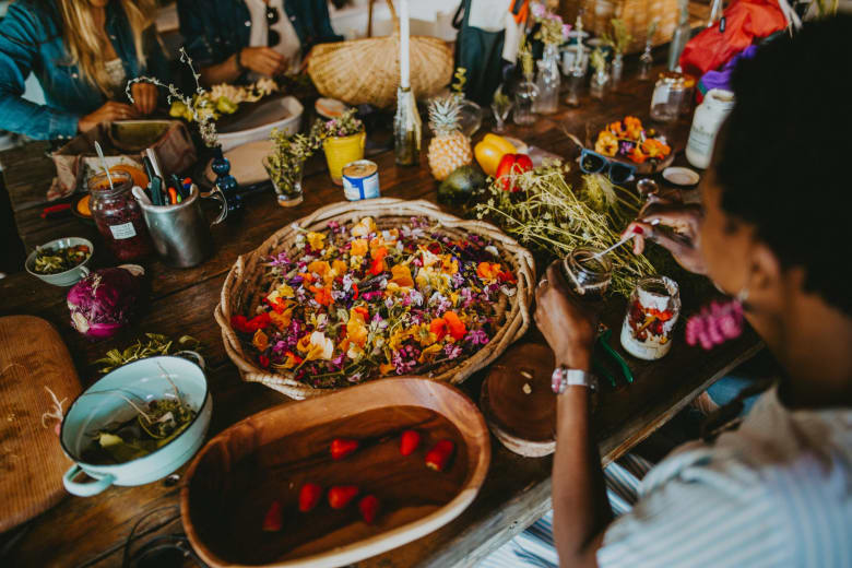 من البرية إلى المائدة..طاهية تعيد صيحة البحث عن الطعام في جنوب أفريقيا