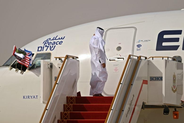وصول أول رحلة تجارية قادمة من إسرائيل إلى مطار أبو ظبي