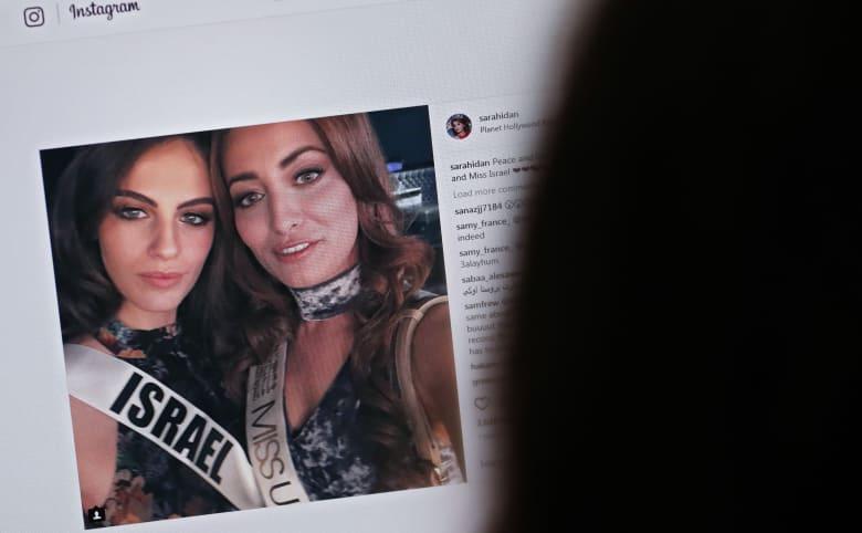 """في """"حفل التوقيع"""".. ملكة جمال العراق بصورة مع رئيس الموساد: دليل عمالتي لهم"""